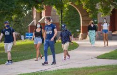 students on unh campus