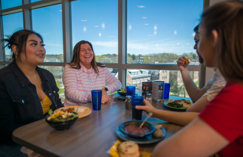 UNH students dining